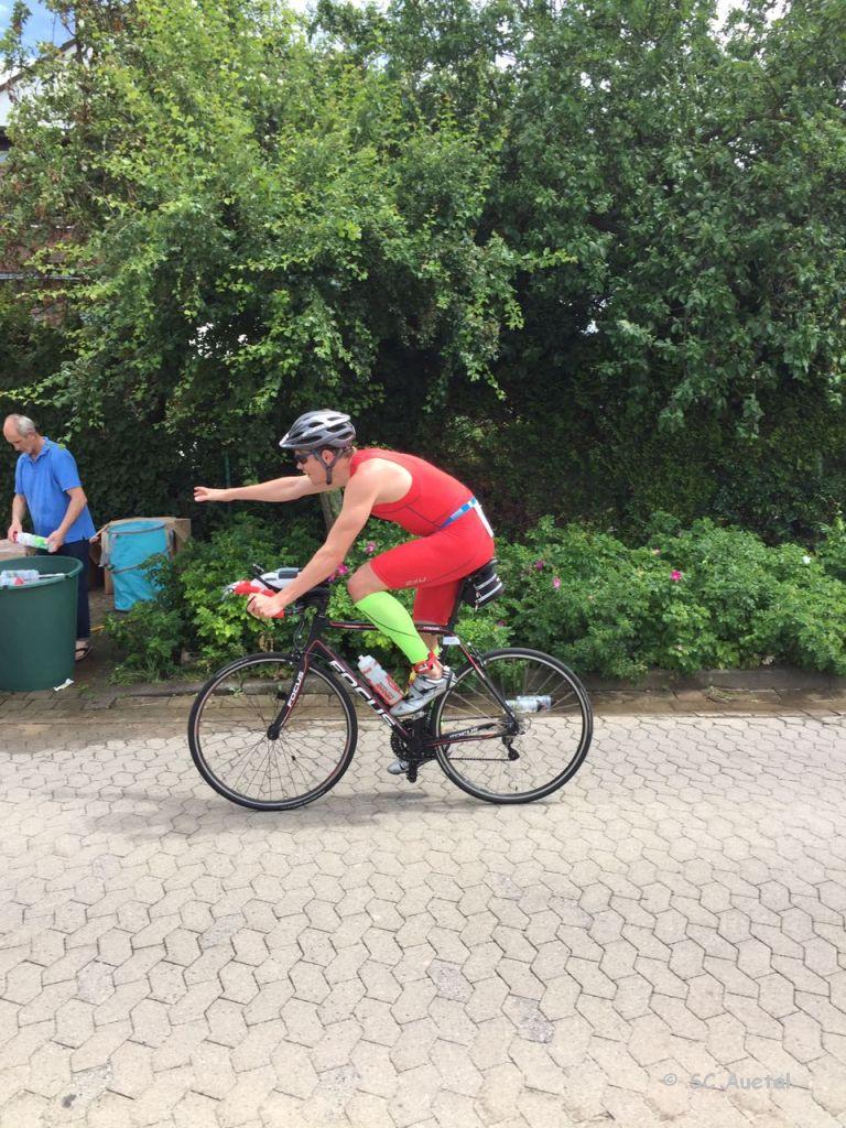 17T Wasseraufnahme beim Radfahren
